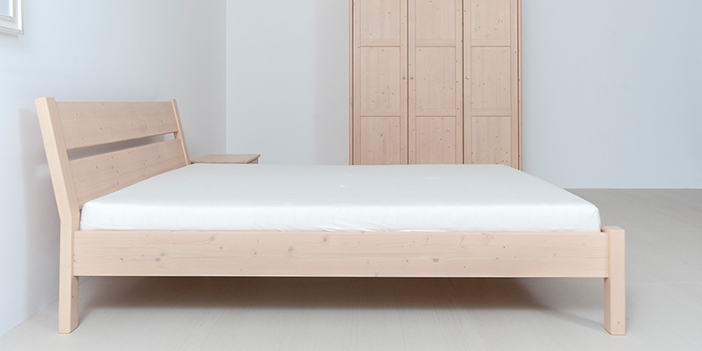 bett fichte massiv cheap bett ehebett doppelbett fichte massiv holzbett schnitzerei x with bett. Black Bedroom Furniture Sets. Home Design Ideas